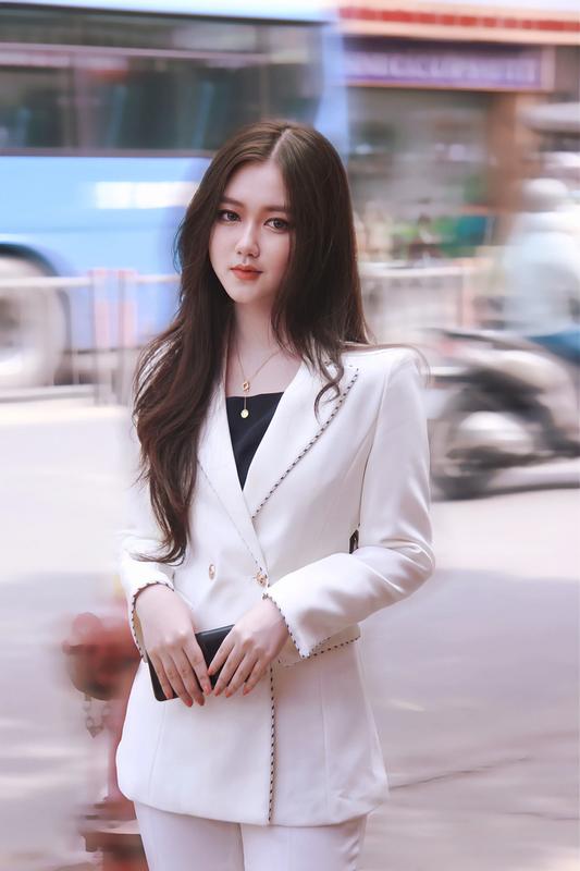 Lo danh tinh hot girl Sai thanh 16 tuoi khoe thu nhap tien ty-Hinh-8