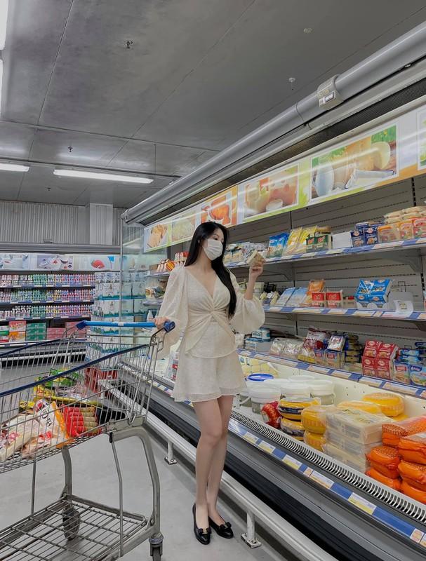 Livestream ban hang, cuu tiep vien hang khong khoe dang chuan sau sinh-Hinh-10