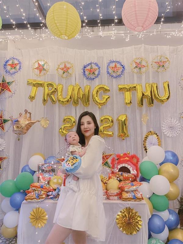 Livestream ban hang, cuu tiep vien hang khong khoe dang chuan sau sinh-Hinh-5