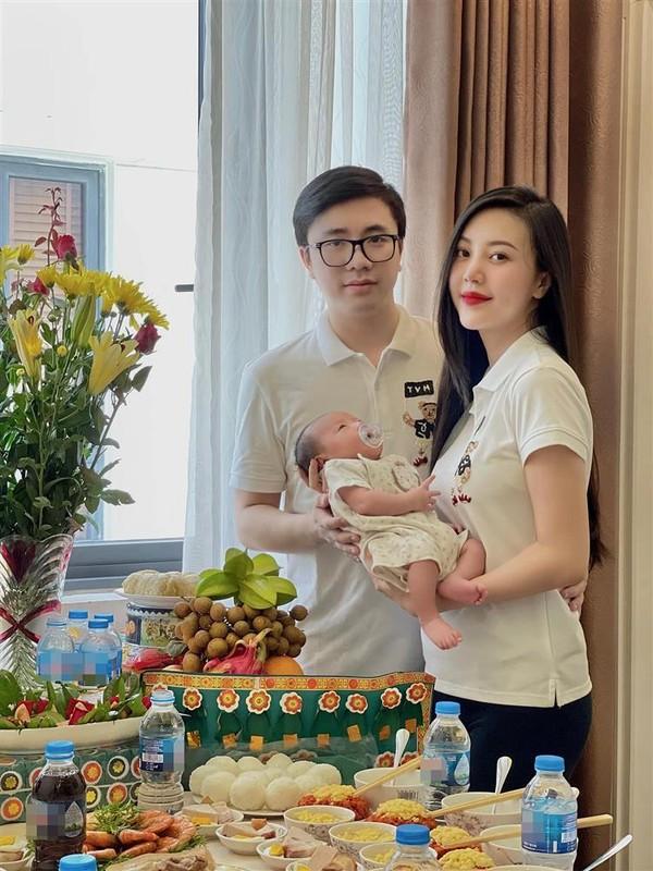 Livestream ban hang, cuu tiep vien hang khong khoe dang chuan sau sinh-Hinh-6