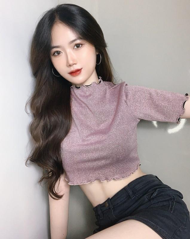 Hot girl 2K lo vong eo tru danh lam bao chang trai ngat ngay