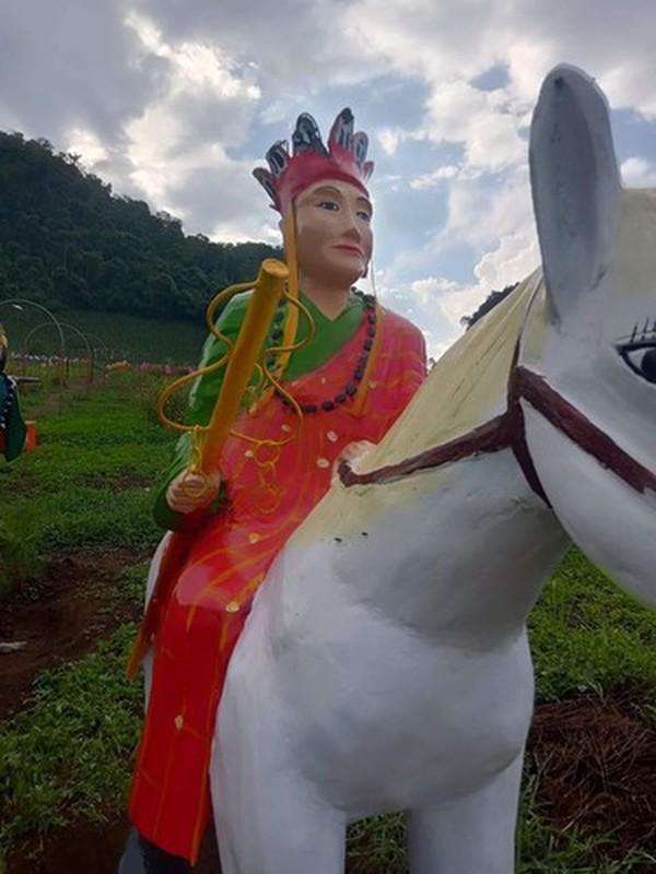 "Het hon loat tuong ""tham hoa"" gay tranh cai tren coi mang-Hinh-4"