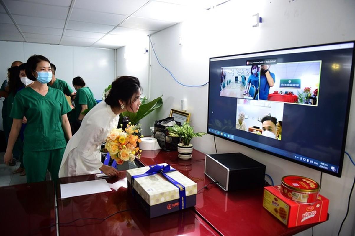 Xuc dong loat dam cuoi online cua nhan vien tuyen dau chong dich-Hinh-4