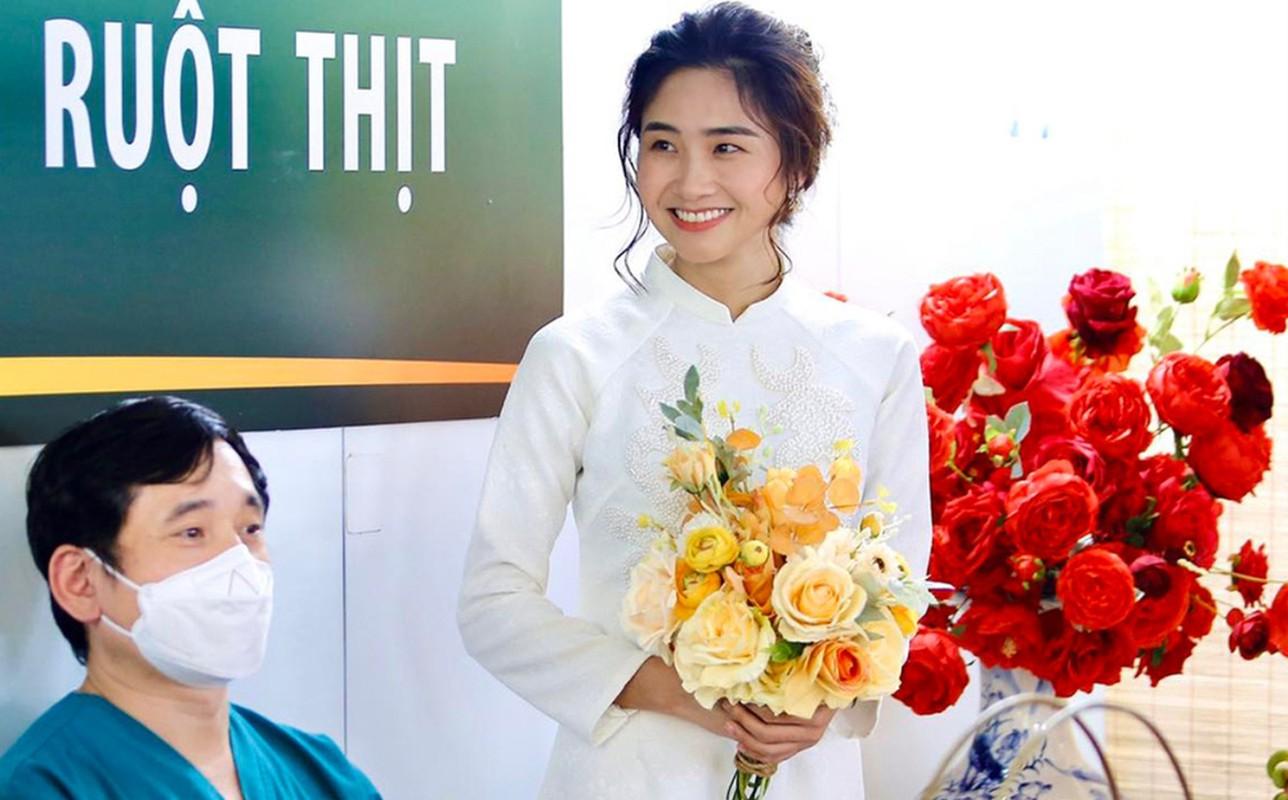 Xuc dong loat dam cuoi online cua nhan vien tuyen dau chong dich-Hinh-5