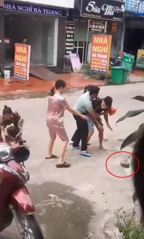 Loat phi vu danh ghen noi khap coi mang khien netizen bang hoang-Hinh-10