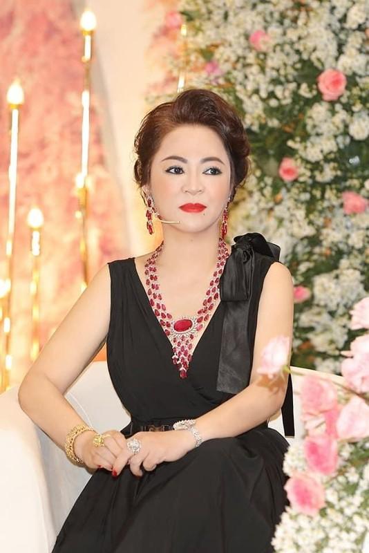 Ba Phuong Hang bi chup len, nhan sac ngoai doi ai cung bat ngo