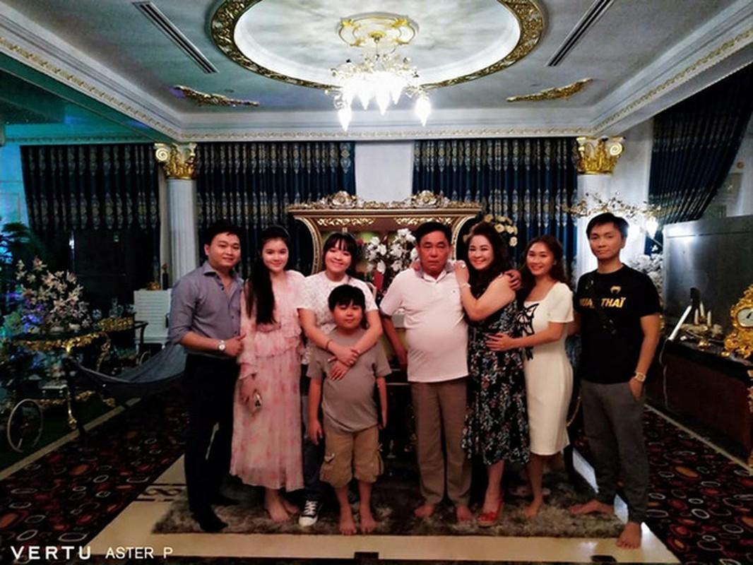 Lộ danh tính con dâu thứ bà Phương Hằng, netizen soi đủ thứ
