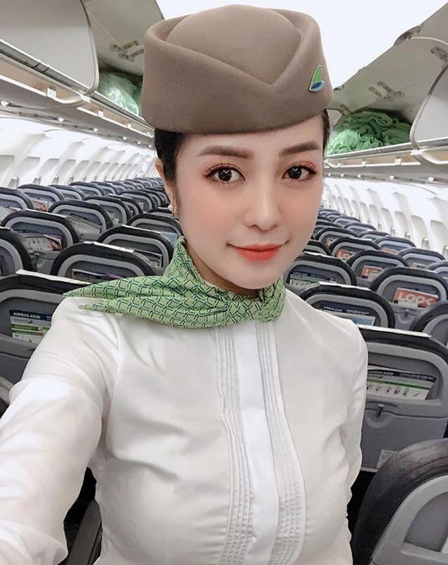 """Nữ tiếp viên hàng không """"gây sốt"""" với nhan sắc xinh đẹp sau sinh"""