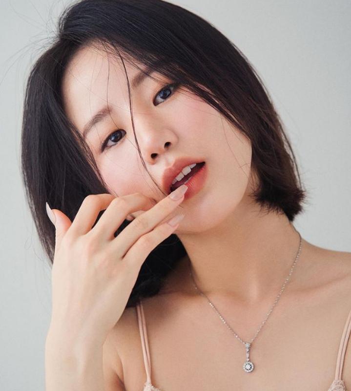 """Hot girl RMIT gay choang voi thu vui sam hang hieu gia """"khung""""-Hinh-2"""