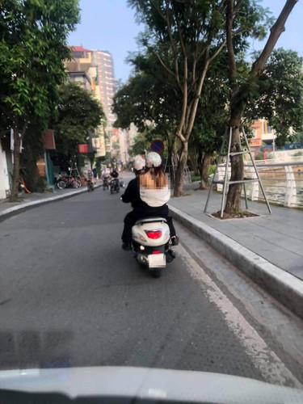An mac phan cam nhay tren pho Nguyen Hue, gai xinh gay xon xao-Hinh-6