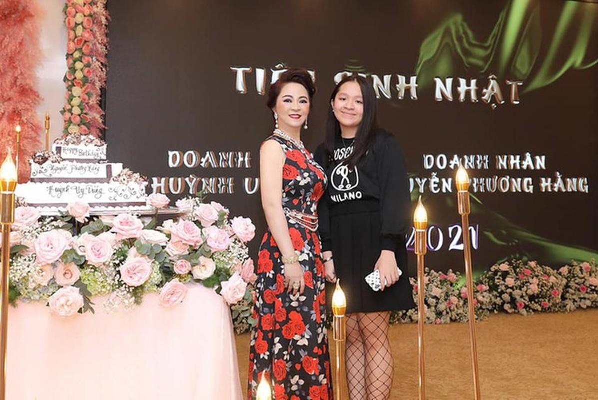 Ái nữ nhà bà Phương Hằng lộ ảnh hiếm, netizen không khỏi trầm trồ