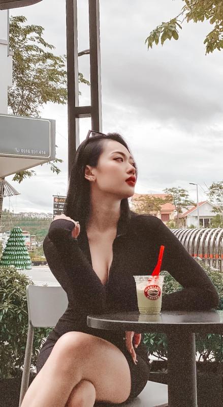 Hot girl Quảng Ninh lộ vóc dáng chuẩn làm netizen khó rời mắt