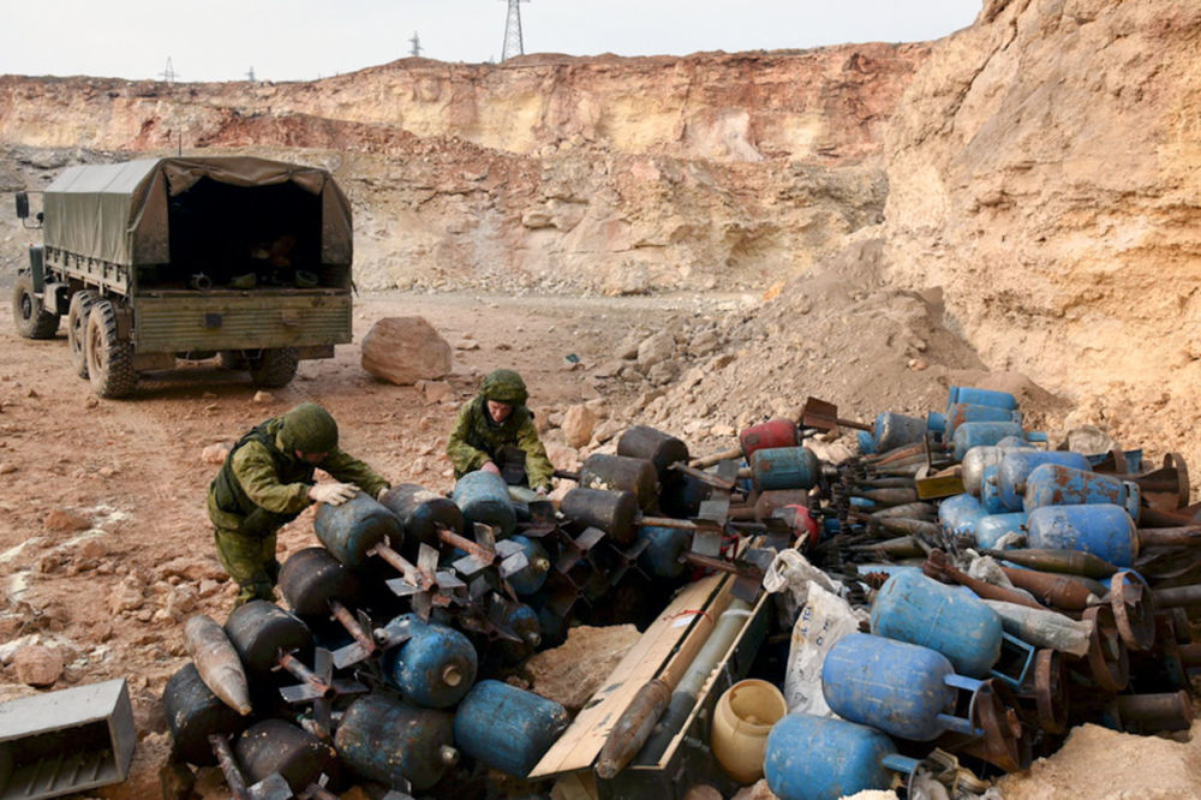 Xem cong binh Nga ra pha bom min o chao lua Aleppo-Hinh-3
