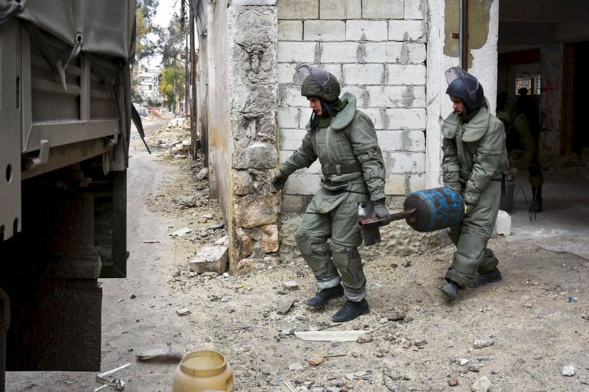 Xem cong binh Nga ra pha bom min o chao lua Aleppo-Hinh-4