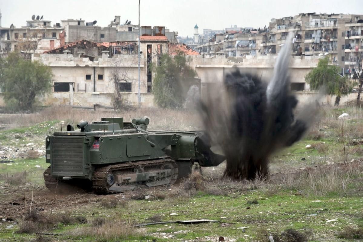 Xem cong binh Nga ra pha bom min o chao lua Aleppo-Hinh-6