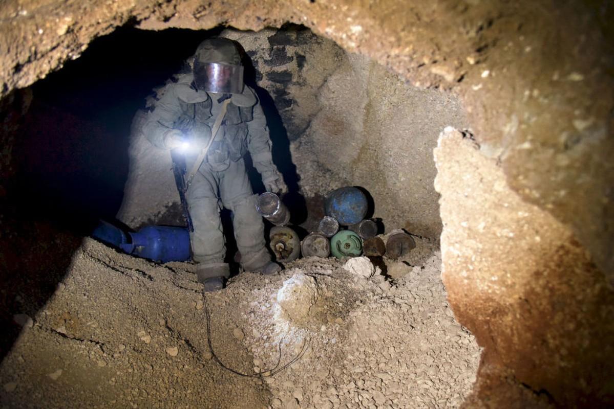 Xem cong binh Nga ra pha bom min o chao lua Aleppo-Hinh-7