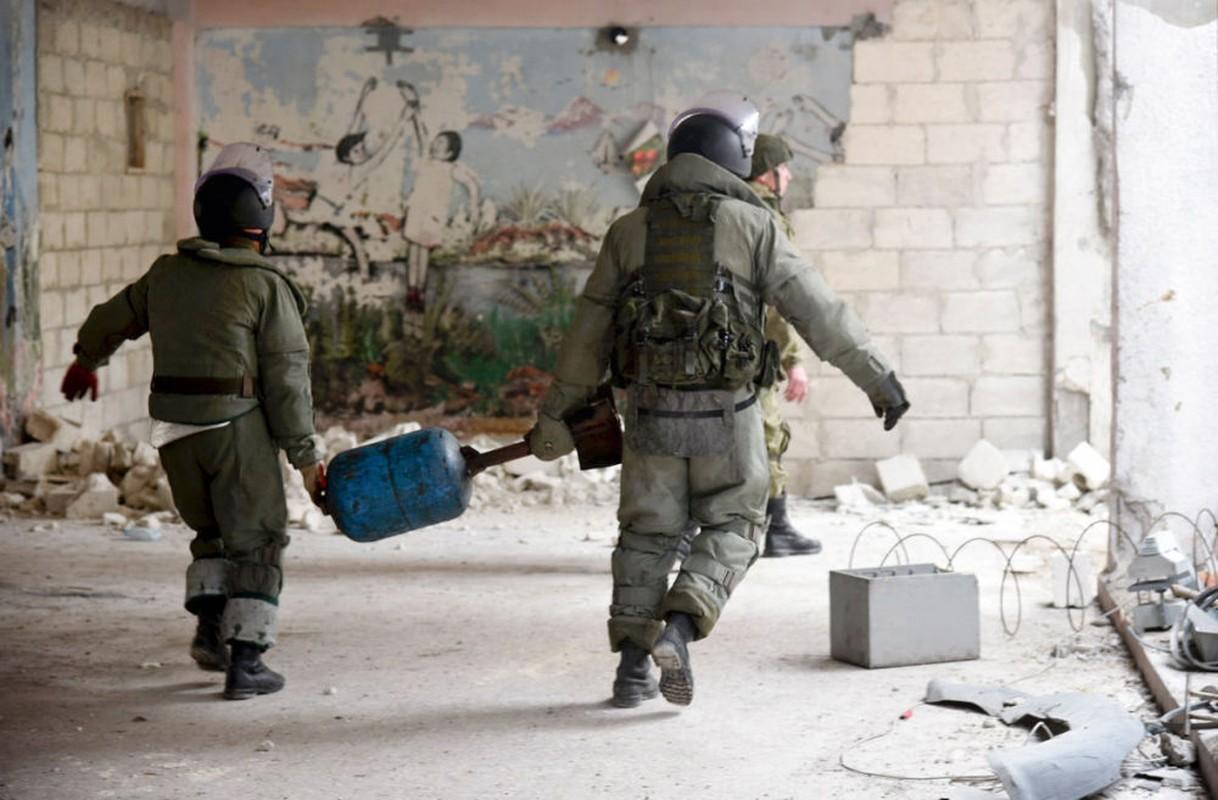 Xem cong binh Nga ra pha bom min o chao lua Aleppo-Hinh-8