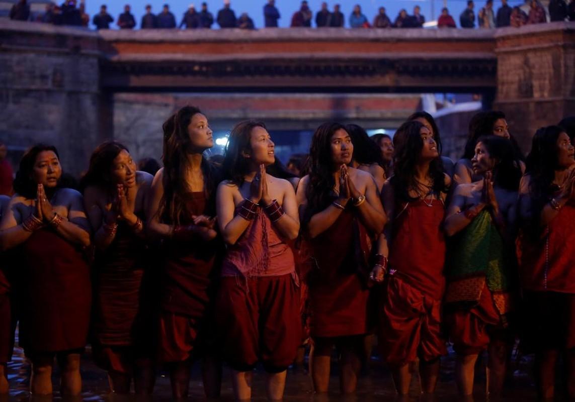 Anh doc ve le hoi tam thanh Swasthani Brata Katha o Nepal-Hinh-7