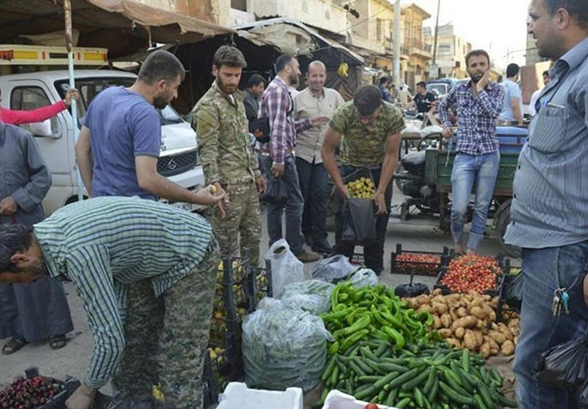 Dan Syria dua nhau mua sam chuan bi cho thang le Ramadan-Hinh-2