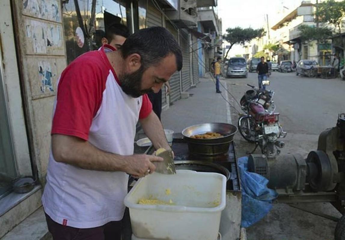 Dan Syria dua nhau mua sam chuan bi cho thang le Ramadan-Hinh-3