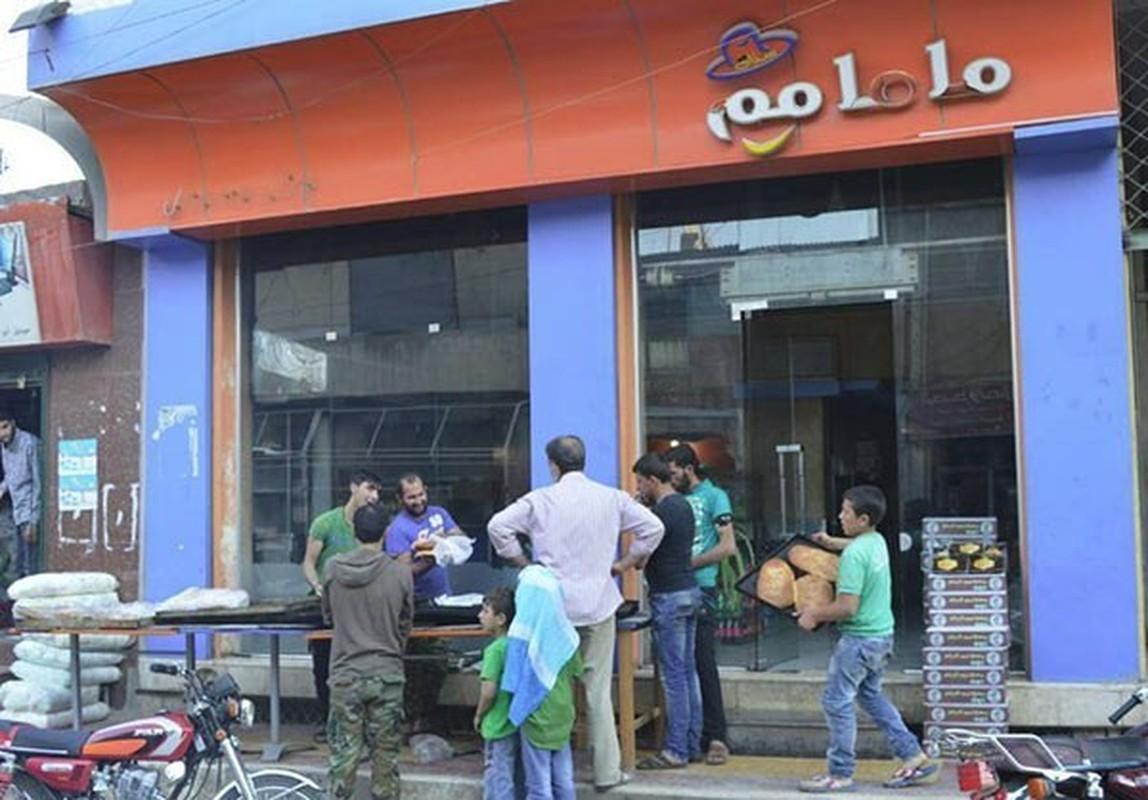 Dan Syria dua nhau mua sam chuan bi cho thang le Ramadan