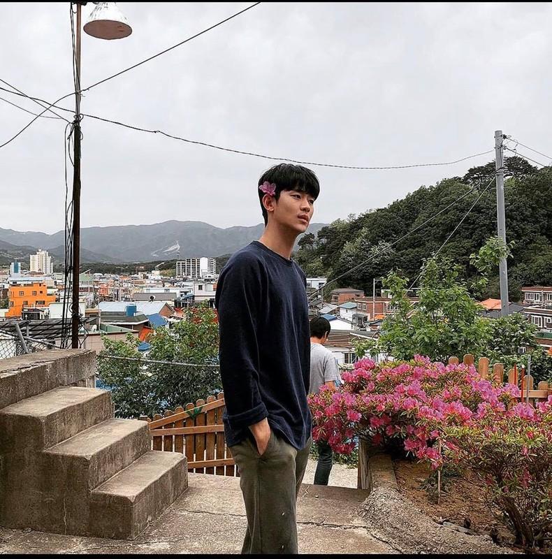 """Cuoi bo phong cach thoi trang """"anh nong dan"""" cua Kim Soo Huyn-Hinh-2"""