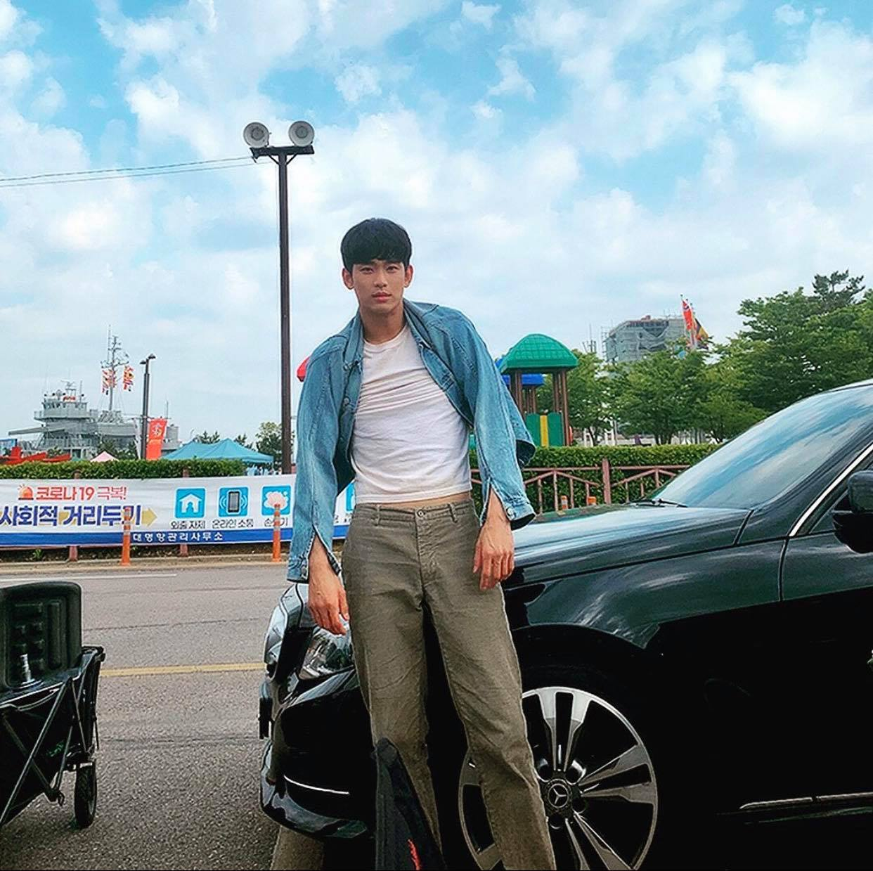 """Cuoi bo phong cach thoi trang """"anh nong dan"""" cua Kim Soo Huyn-Hinh-4"""
