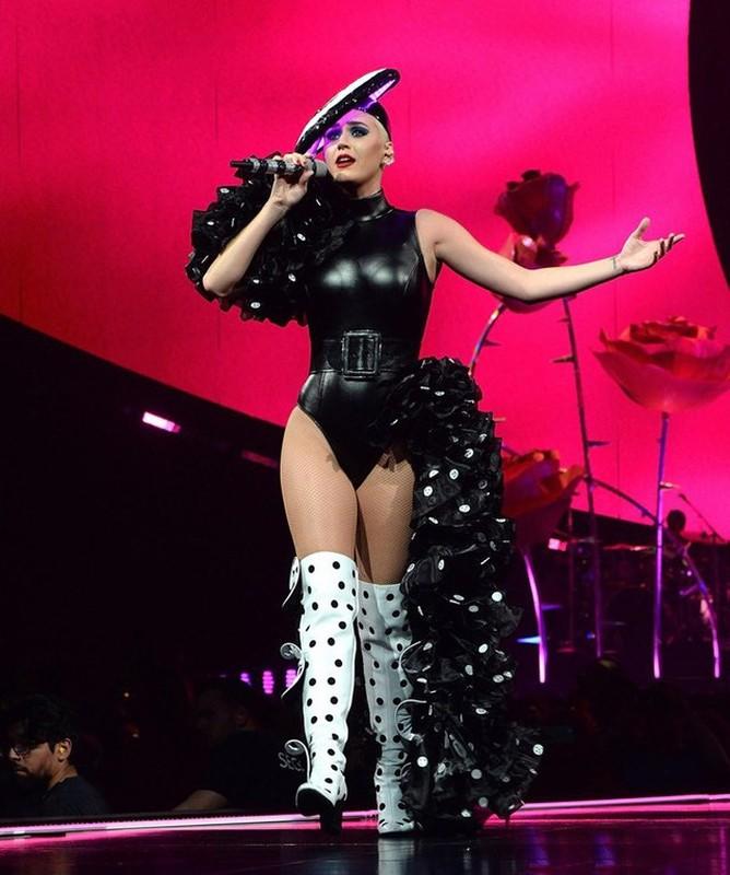 Jennifer Lopez va loat sao Hollywood me met thiet ke cua Cong Tri-Hinh-4