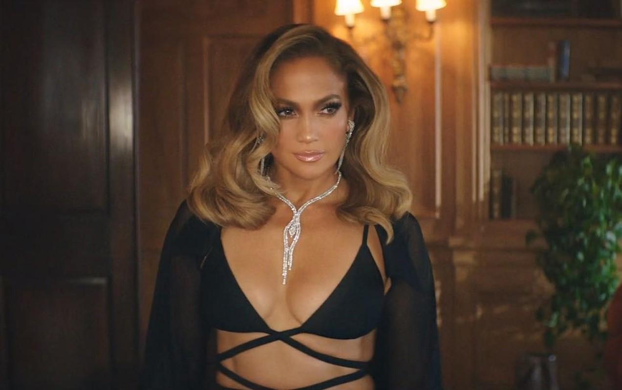 Jennifer Lopez va loat sao Hollywood me met thiet ke cua Cong Tri