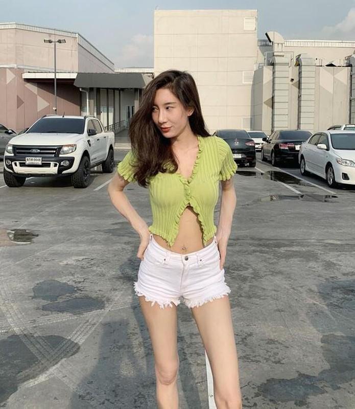 My nhan Victoria's Secret nong bong voi mot croptop ho tren ho duoi-Hinh-5