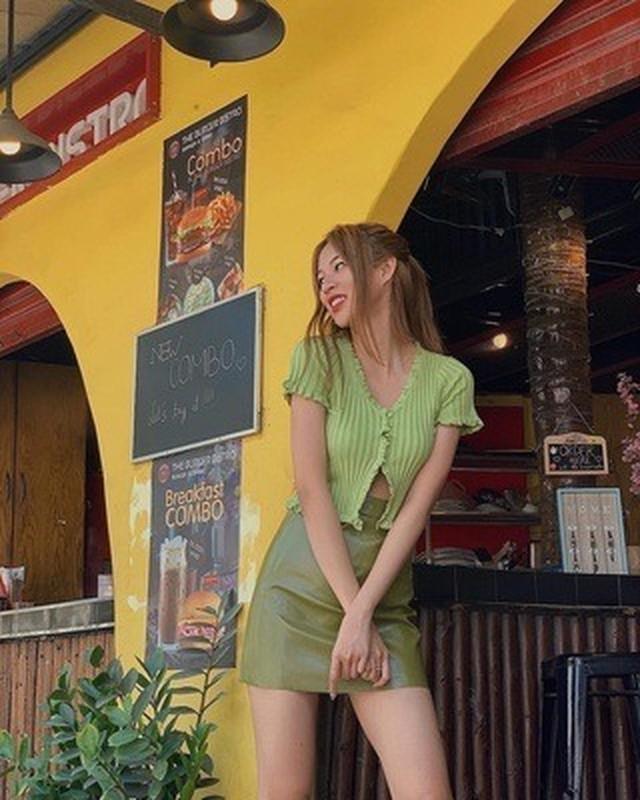 My nhan Victoria's Secret nong bong voi mot croptop ho tren ho duoi-Hinh-8