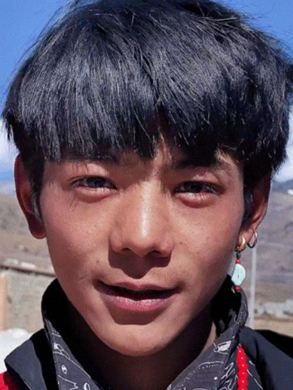 Hotboy 10x Tay Tang bi fan phat hien xai iPhone 12 de dang anh