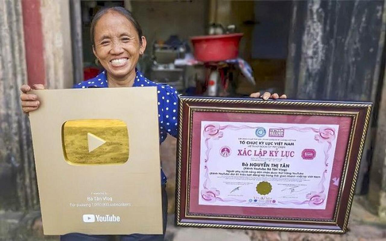 """Ba Tan Vlog """"het thoi"""" mat hut trong top 10 YouTube noi bat 2020-Hinh-7"""