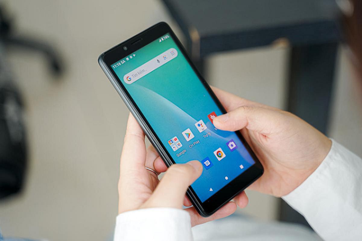 """Co gi ben trong chiec """"smartphone quoc dan"""" gia 600 nghin dong-Hinh-4"""