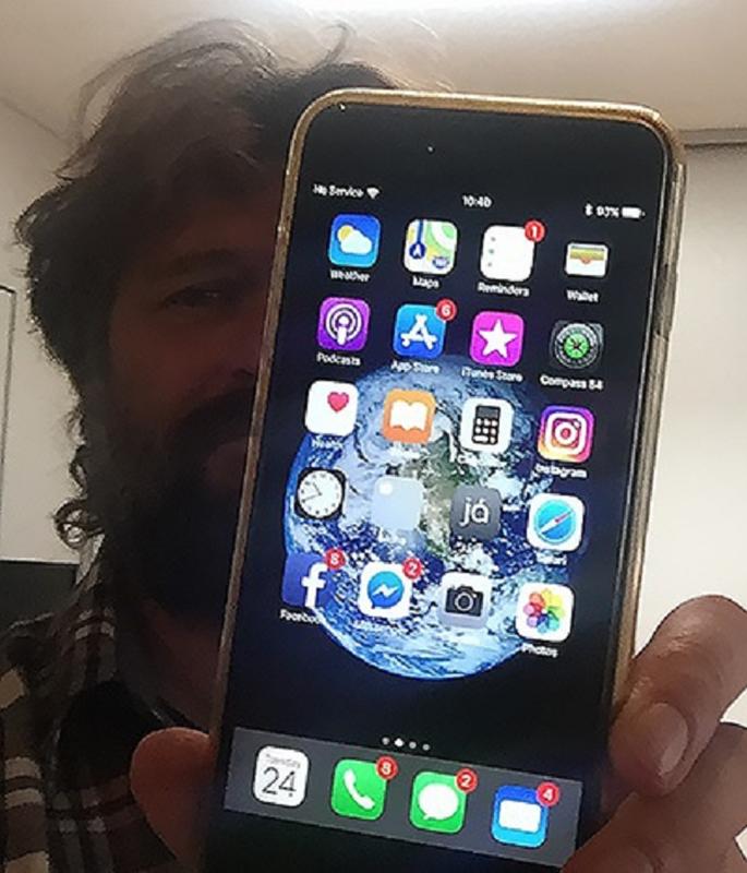 Bi ban xuyen thung, iPhone van... hoat dong binh thuong-Hinh-8