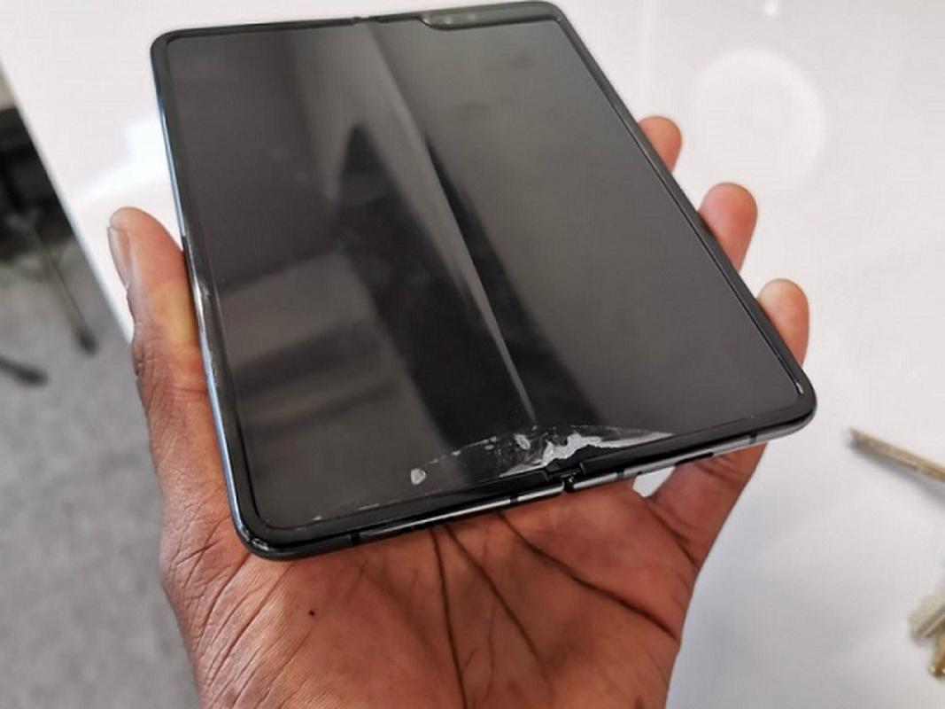 "iPhone man hinh gap: Co ""xit"" nhu Samsung Fold?-Hinh-8"