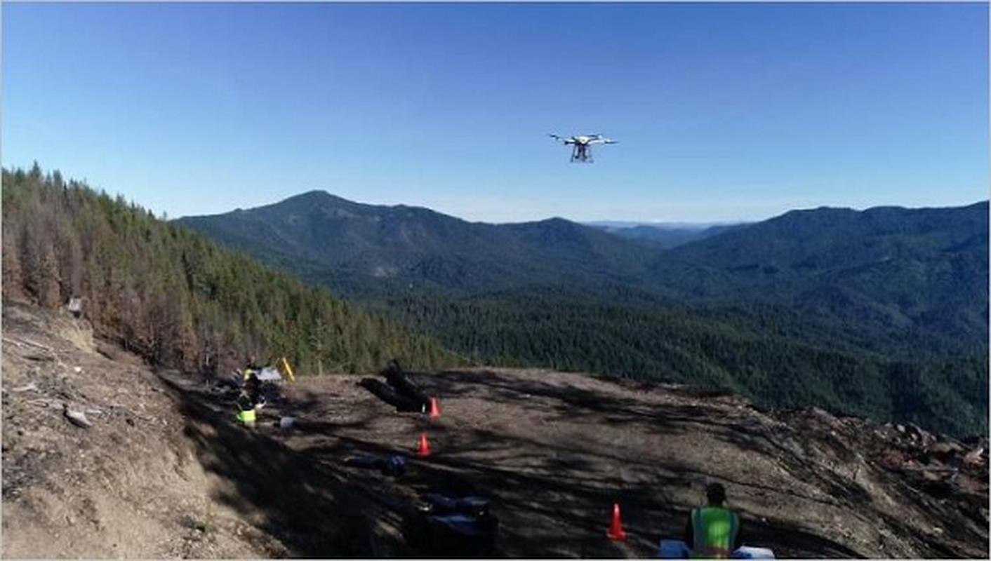 Hinh canh tu drone cuu song chu cho bi lac 10 ngay trong rung-Hinh-10