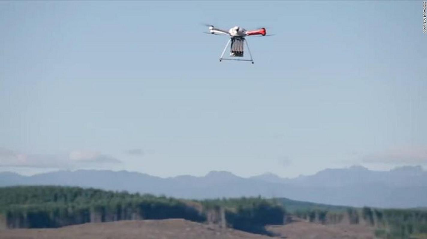 Hinh canh tu drone cuu song chu cho bi lac 10 ngay trong rung-Hinh-9