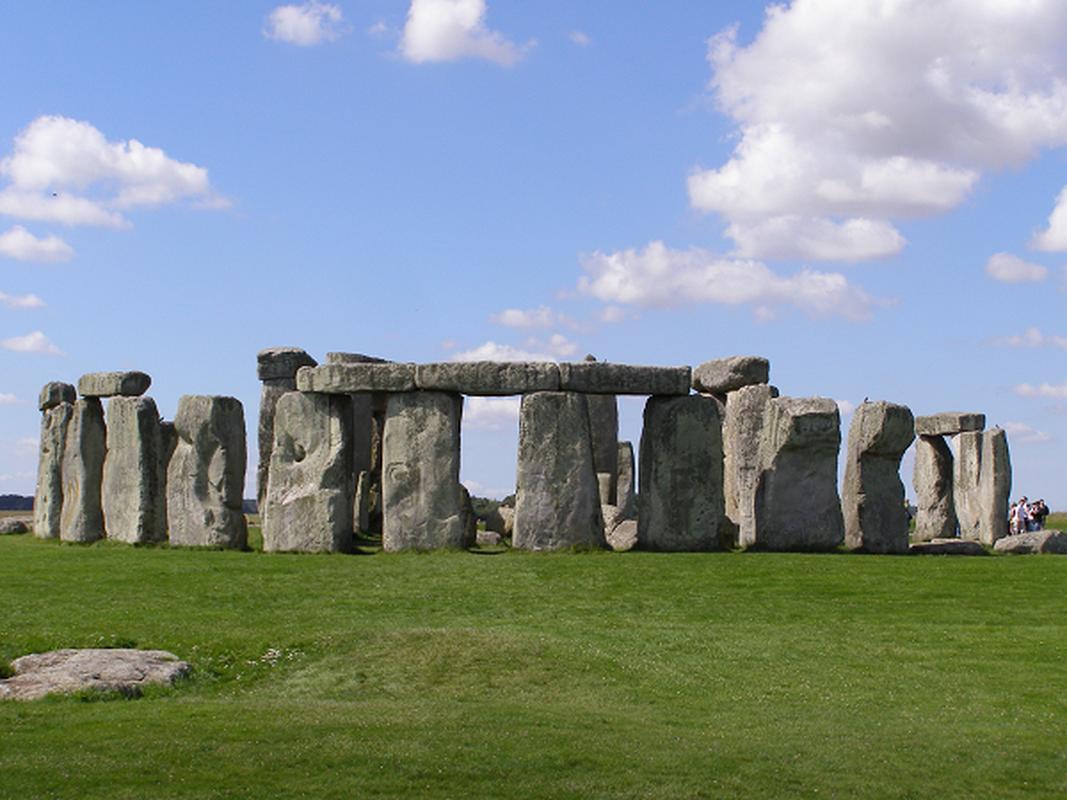 Nhung tang da o di tich Stonehenge duoc dung len voi muc dich gi?-Hinh-2