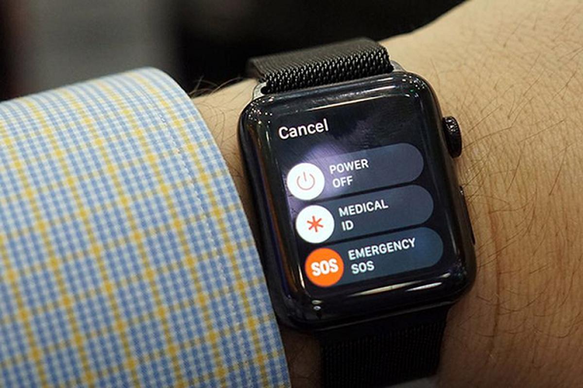 Apple Watch lai vua cuu song mot nguoi bi lu cuon troi-Hinh-3