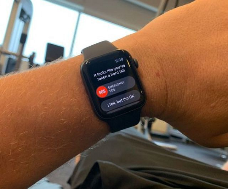 Apple Watch lai vua cuu song mot nguoi bi lu cuon troi-Hinh-5