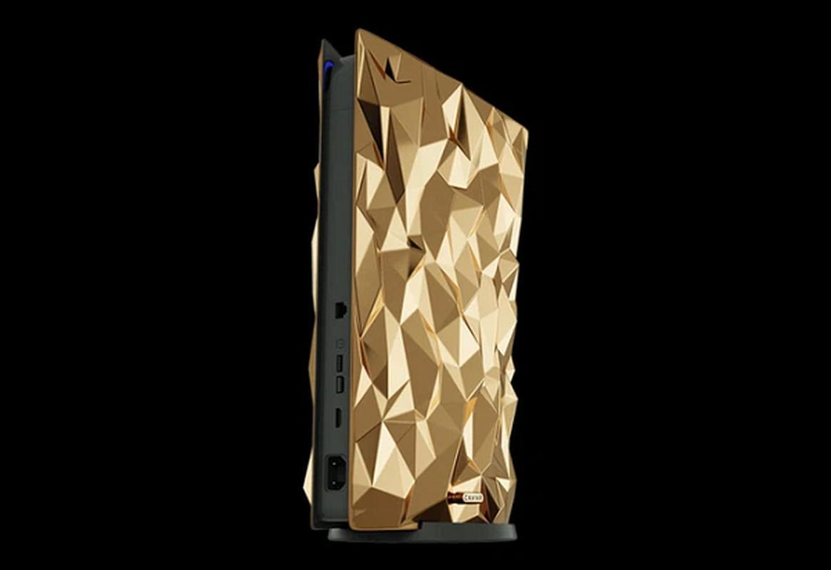 Ngam may PlayStation 5 phu 4,5 kg vang, tay cam boc da ca sau-Hinh-2