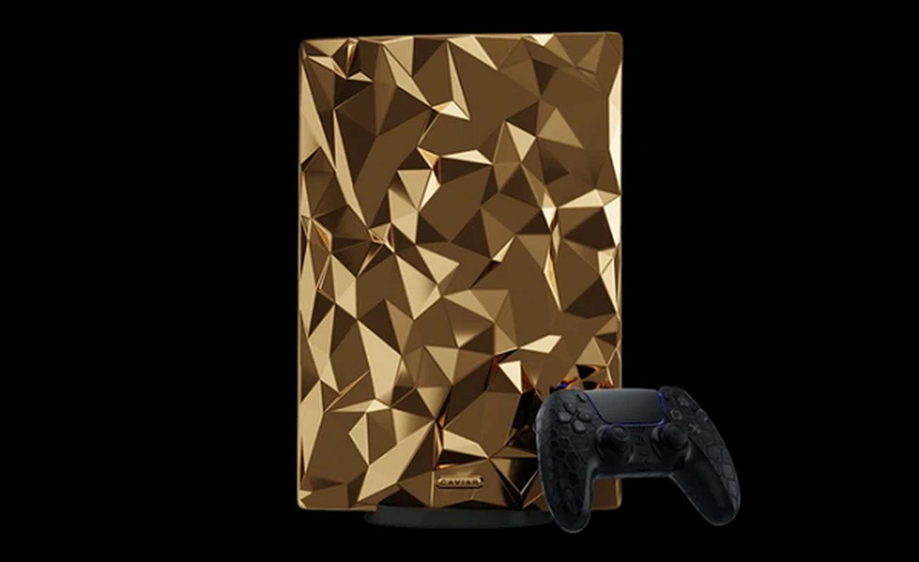 Ngam may PlayStation 5 phu 4,5 kg vang, tay cam boc da ca sau-Hinh-3