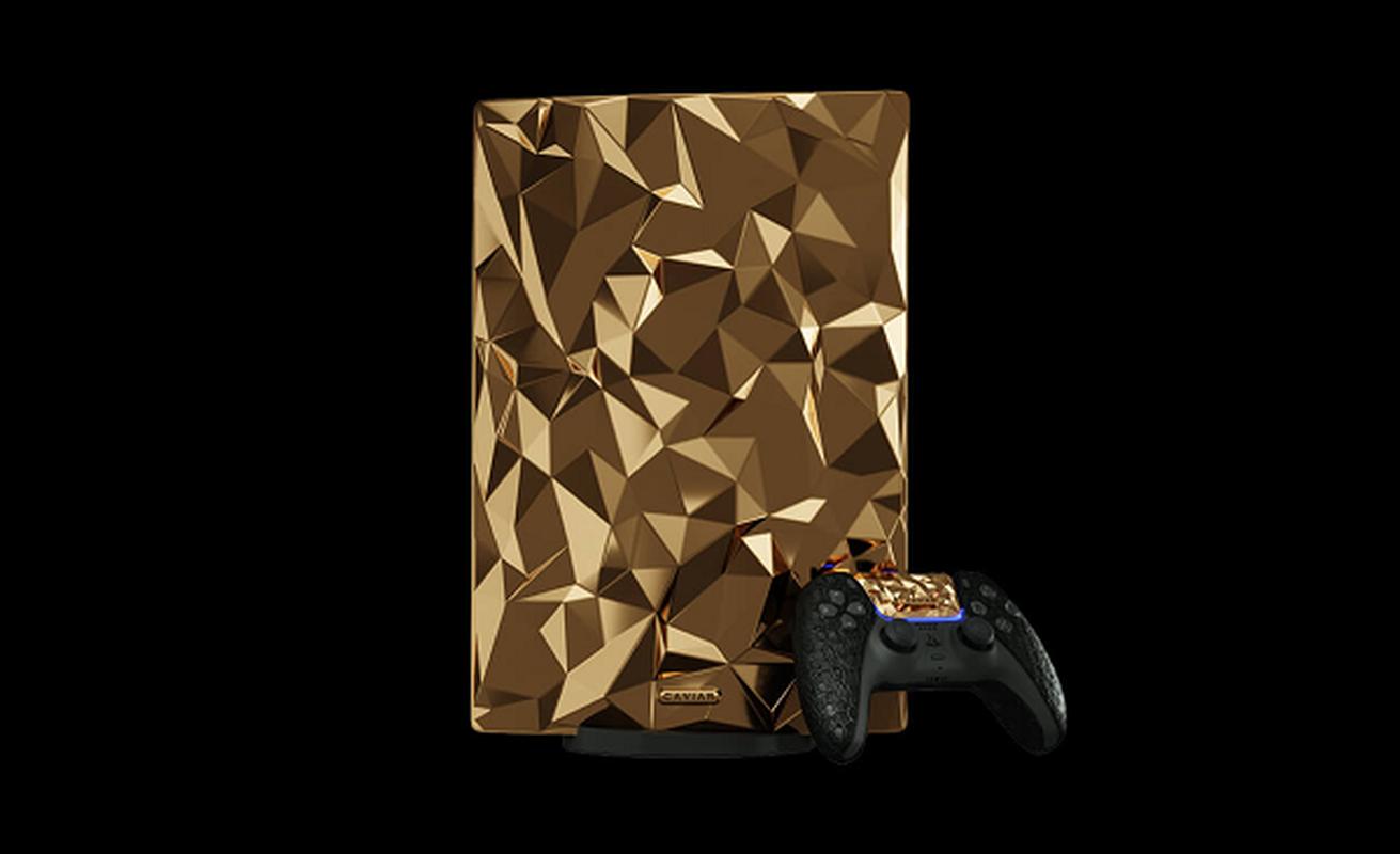 Ngam may PlayStation 5 phu 4,5 kg vang, tay cam boc da ca sau-Hinh-5