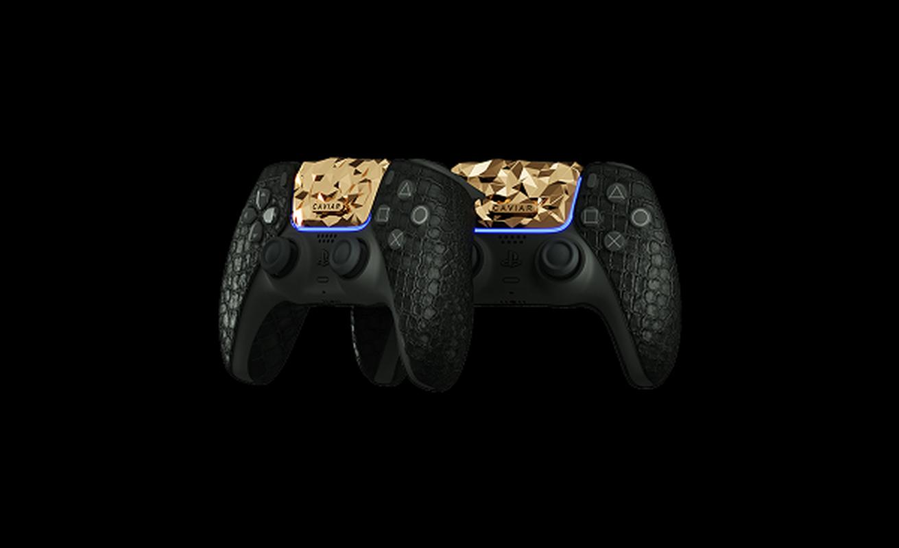 Ngam may PlayStation 5 phu 4,5 kg vang, tay cam boc da ca sau-Hinh-8
