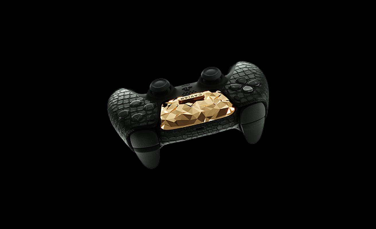 Ngam may PlayStation 5 phu 4,5 kg vang, tay cam boc da ca sau-Hinh-9