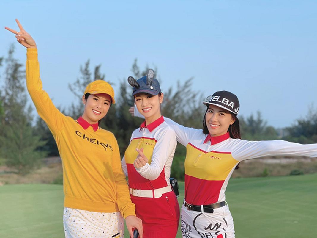 Golfer Ngoc Han van dep rang ngoi trong trang phuc khoe khoan-Hinh-3
