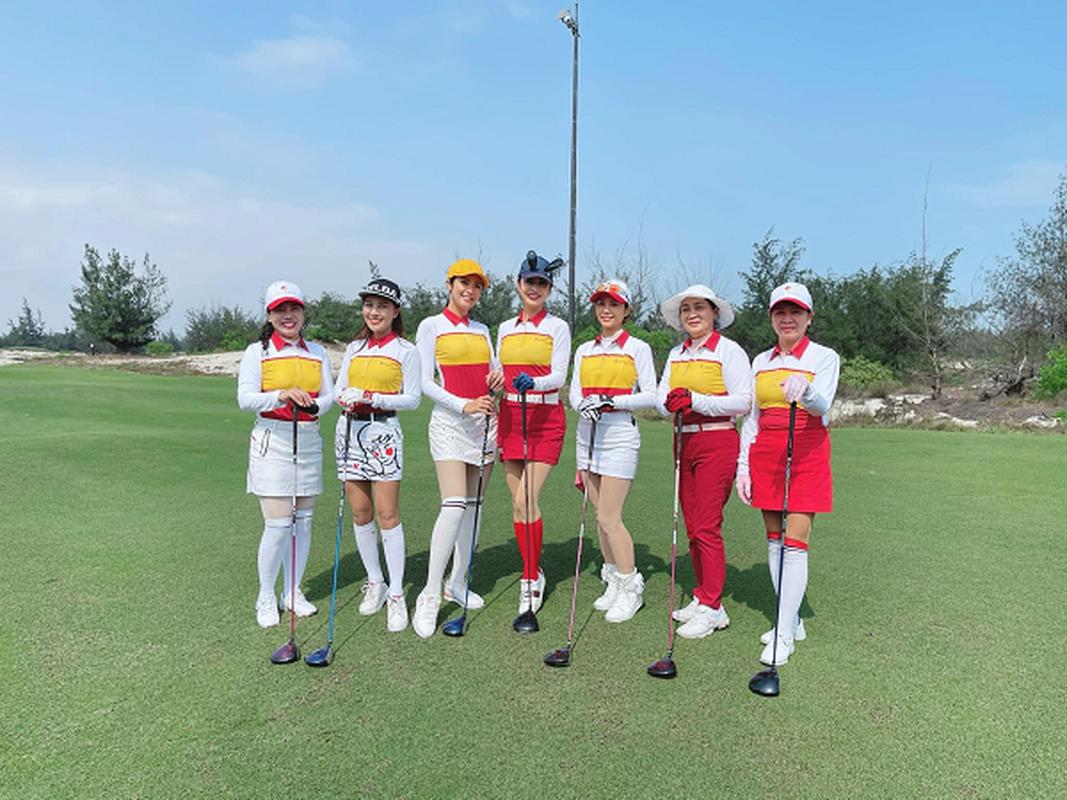 Golfer Ngoc Han van dep rang ngoi trong trang phuc khoe khoan-Hinh-4