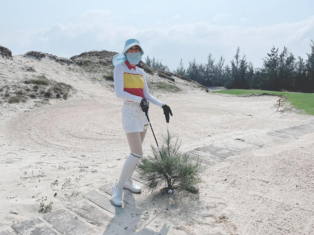 Golfer Ngoc Han van dep rang ngoi trong trang phuc khoe khoan-Hinh-9
