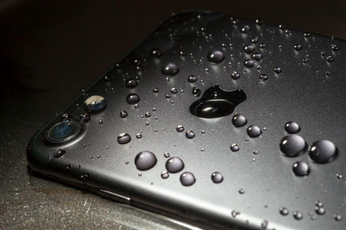 Rua bang voi hoa sen, camera truoc cua iPhone 12 bi mo-Hinh-11